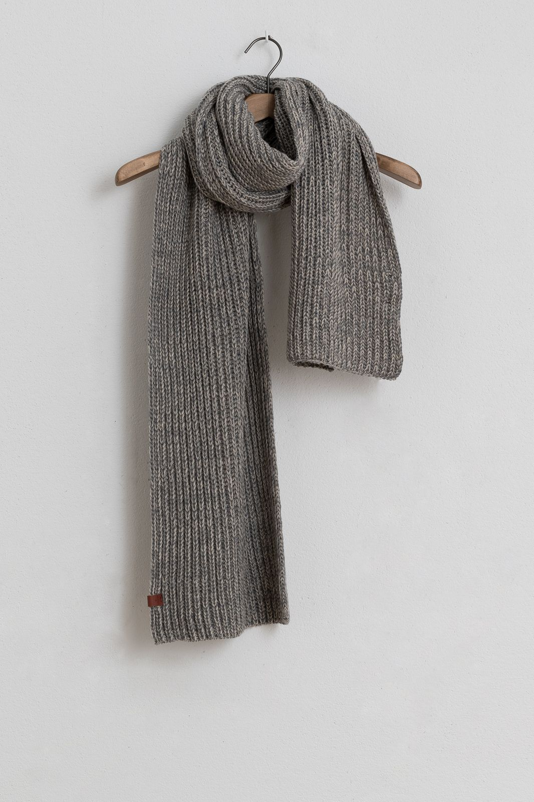 Bickley and Mitchell grijs gebreide sjaal