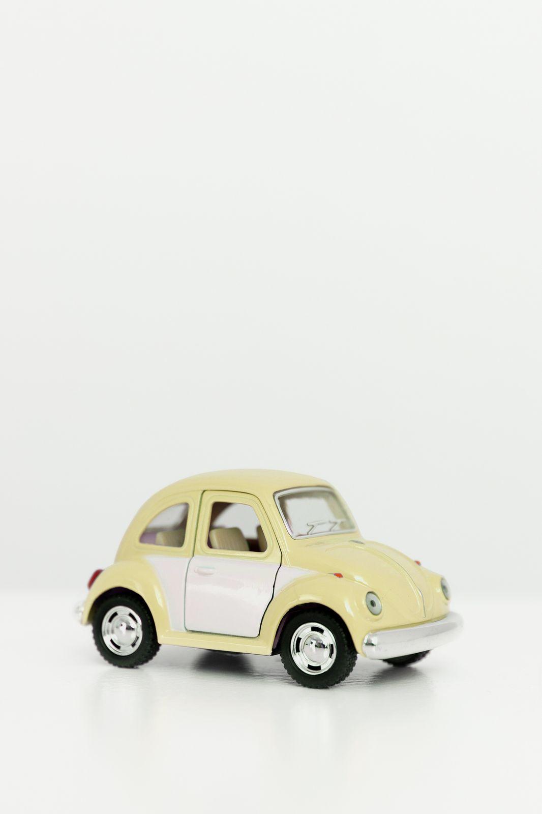 Metalen volkswagen beetle pastel lichtgeel - Homeland | Sissy-Boy