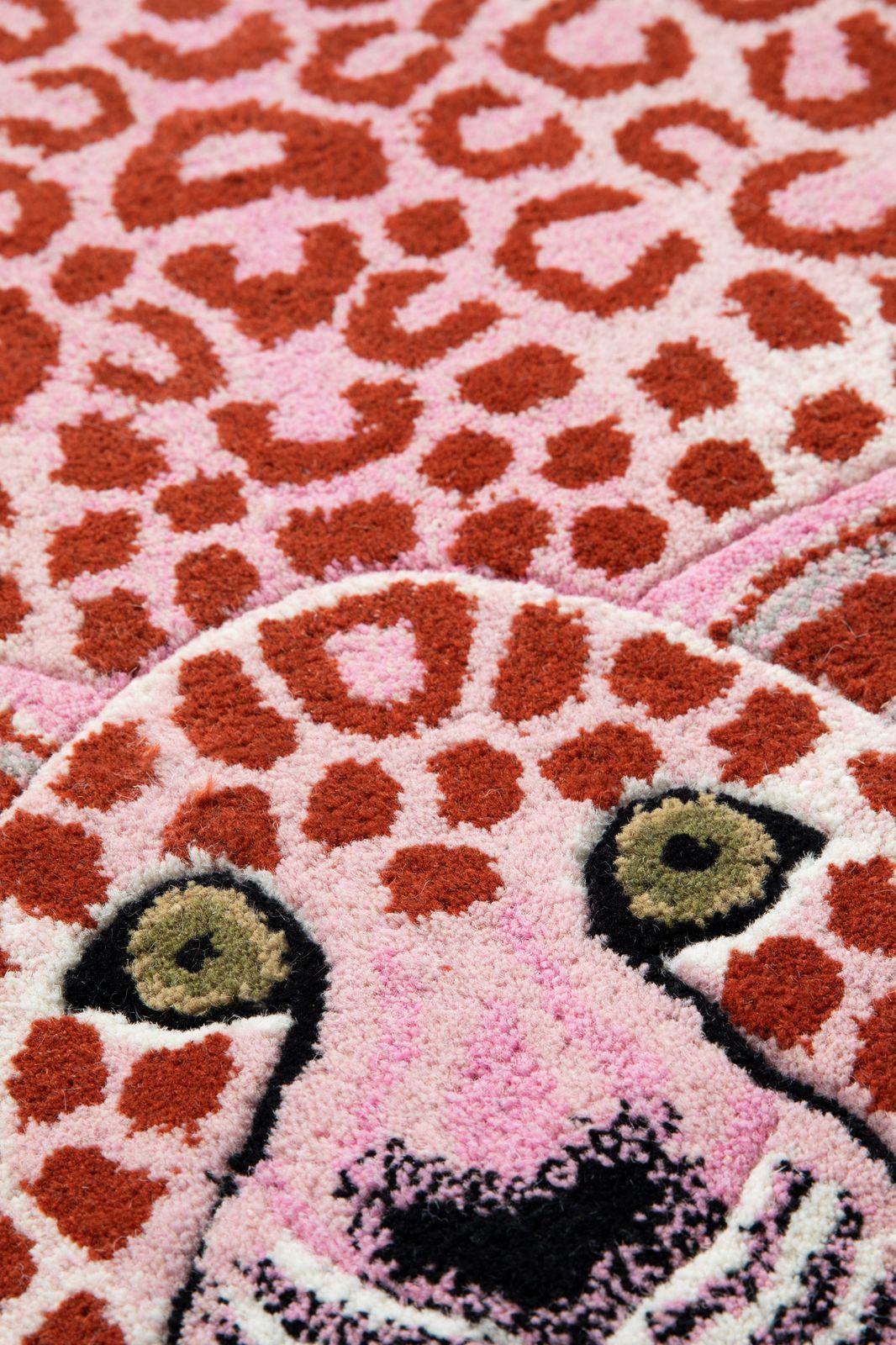 Doing goods pinky leopard vloerkleed