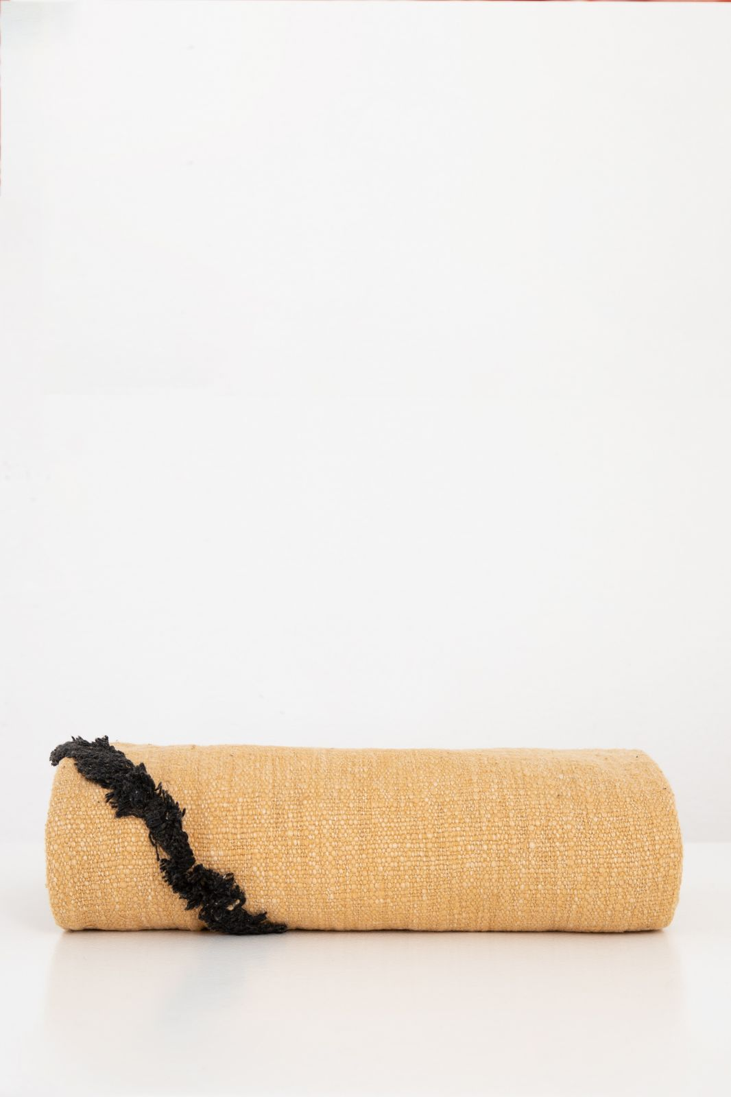 HKliving okergele geweven plaid met zwart tufted strepen