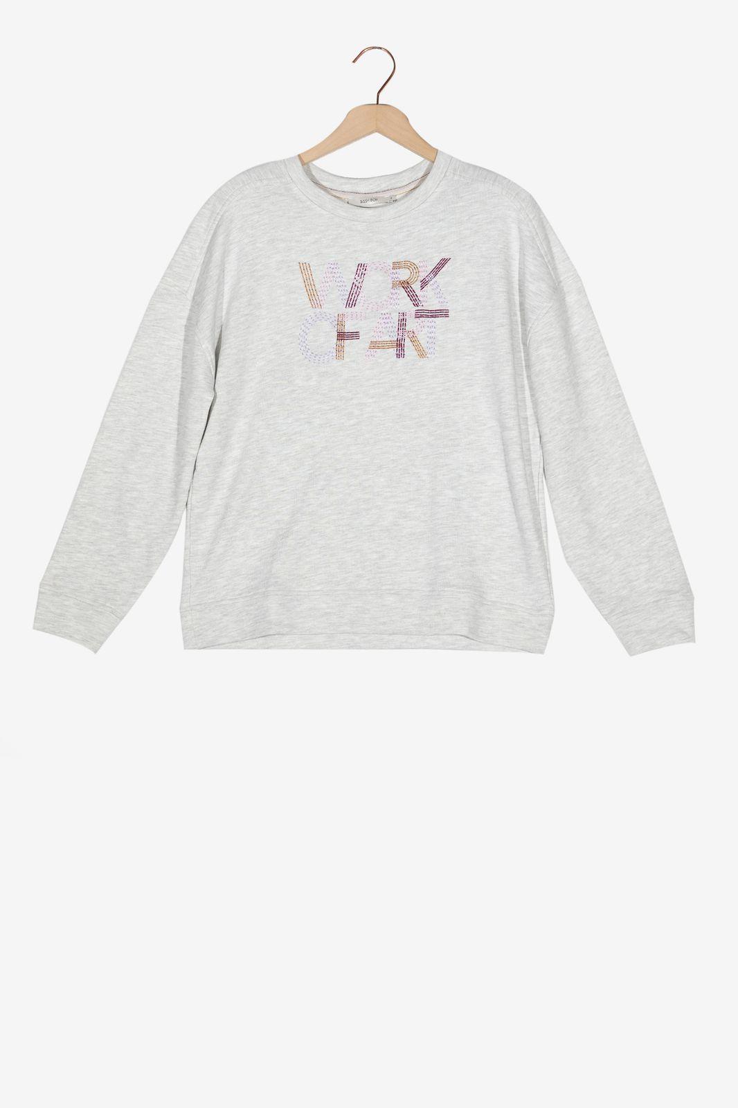 Lichtgrijze sweater met tekst