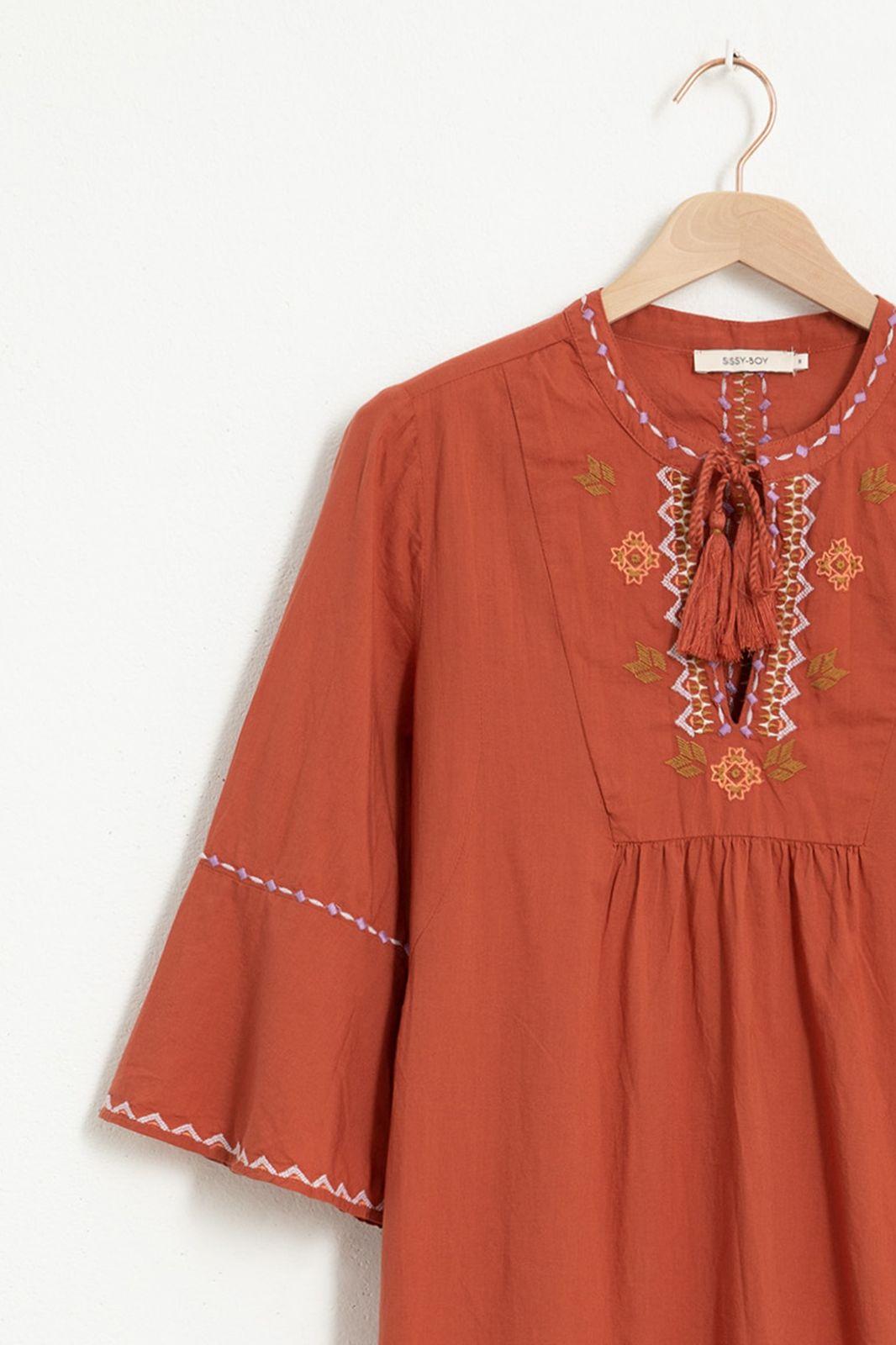 Donkerrode jurk met geborduurde details - Dames | Sissy-Boy