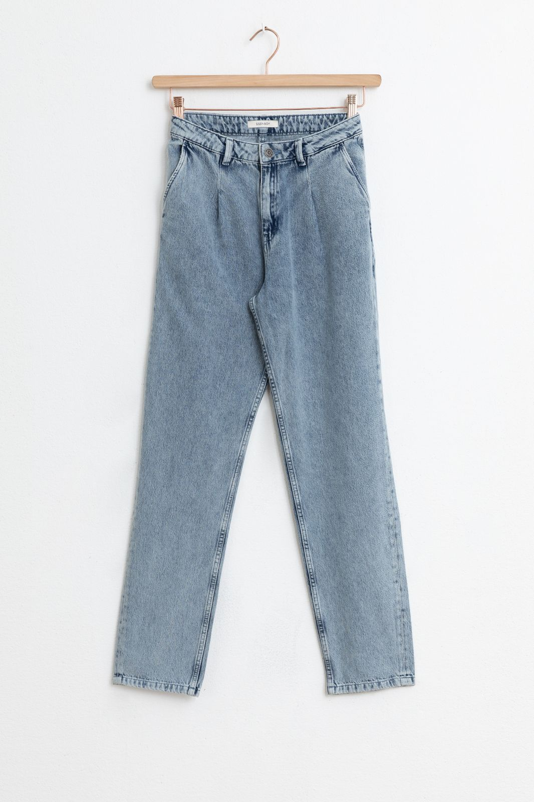 Pleated midrise jeans