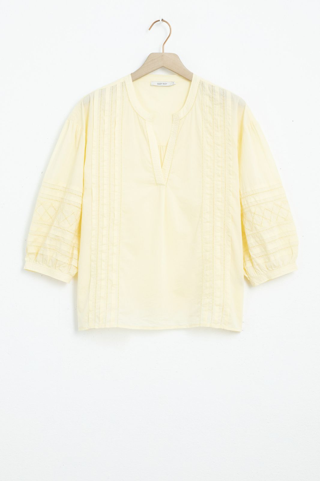 Lichtgele blouse met geborduurde details en driekwart ballonmouwen - Dames | Sissy-Boy