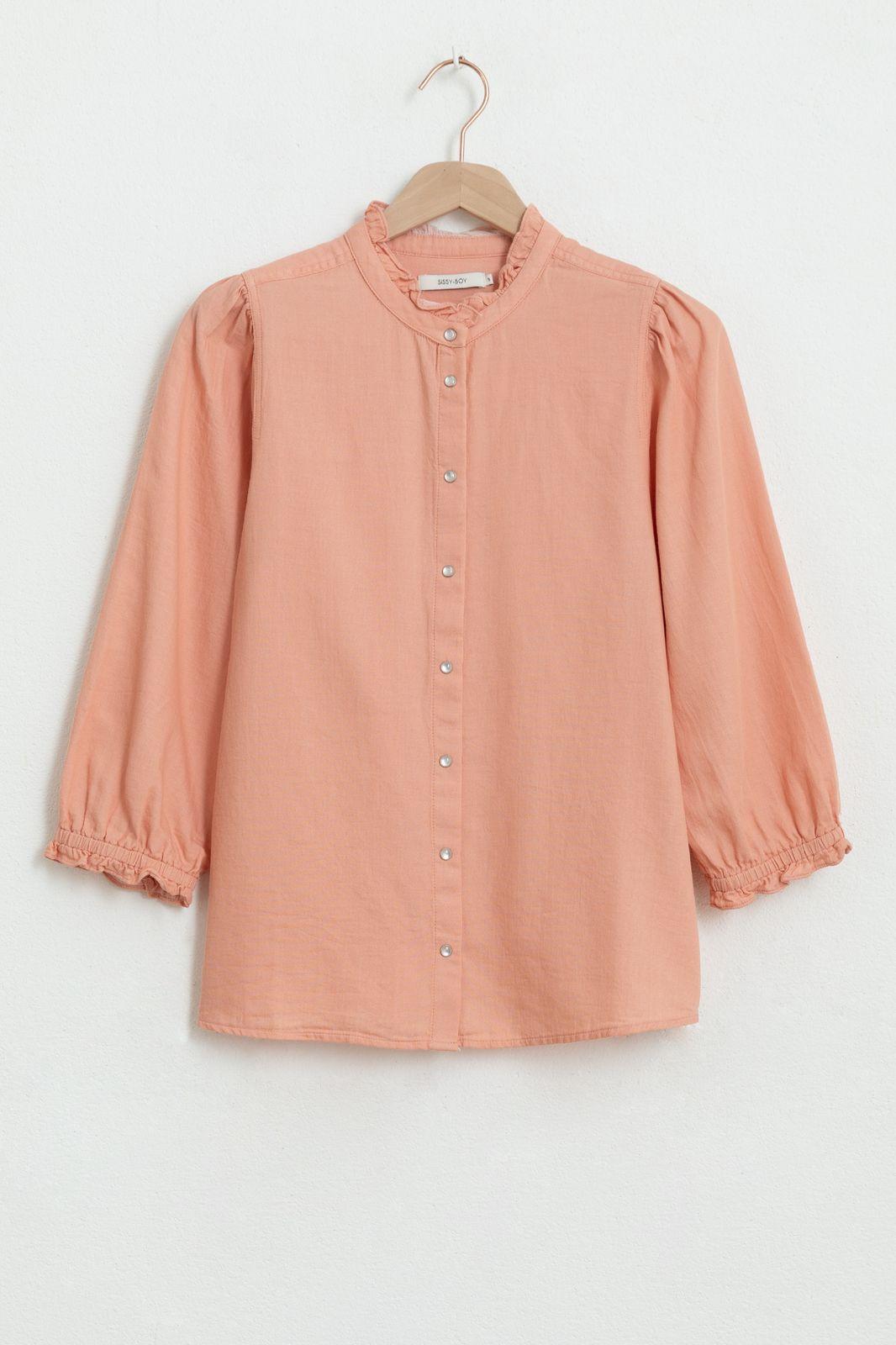 Lichtroze denim blouse met ruffle details