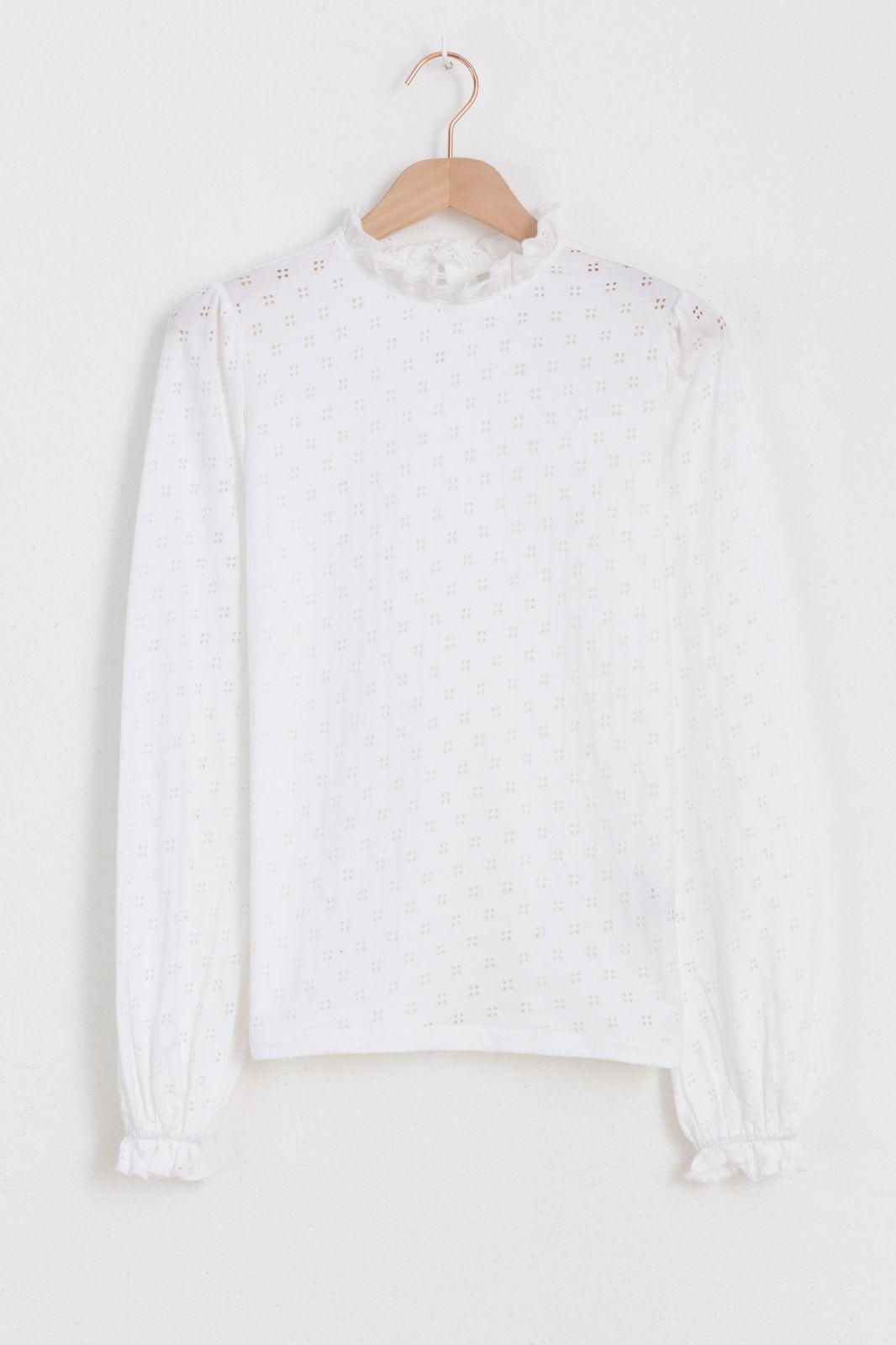 Wit ajour shirt met ruffle