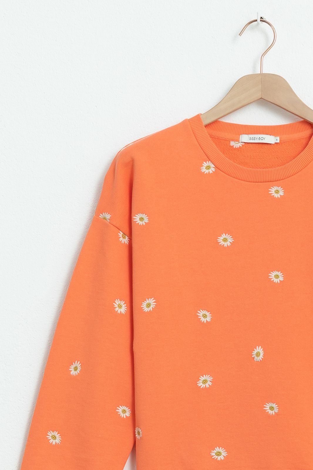 Oranje sweater met all over madeliefjes embroidery - Dames | Sissy-Boy