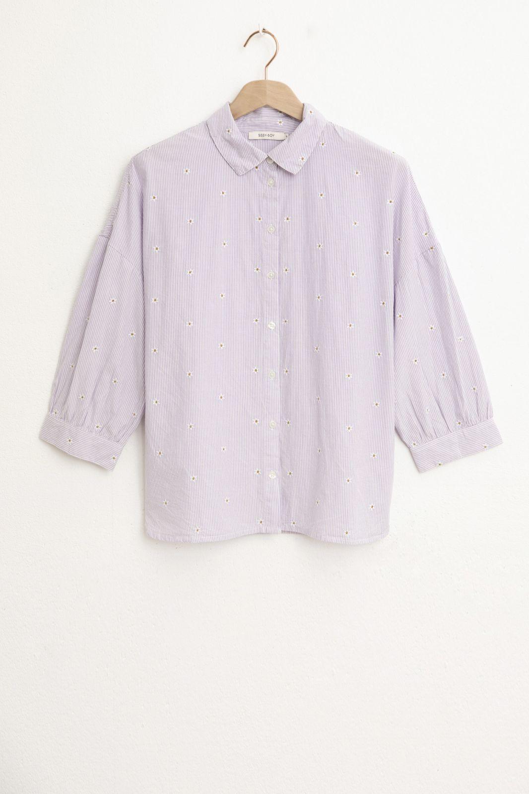 Lila blouse met all over embroidery en ballonmouwen