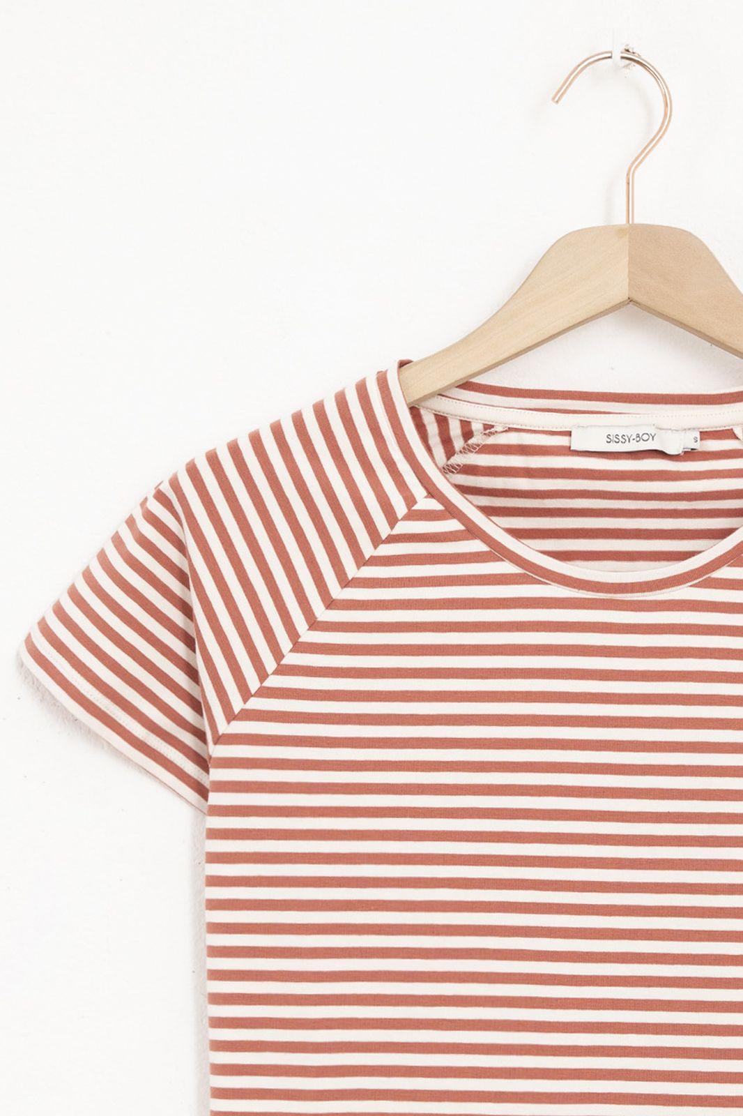 Wit met rood gestreept T-shirt