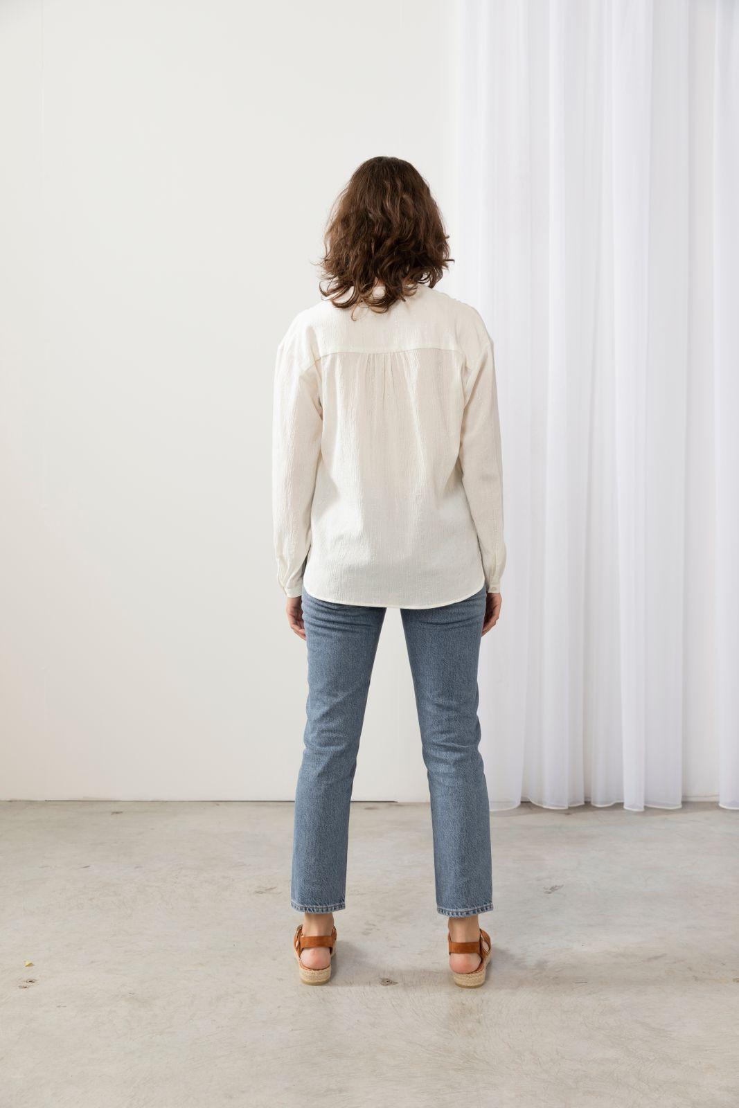 Witte blouse met zilveren details