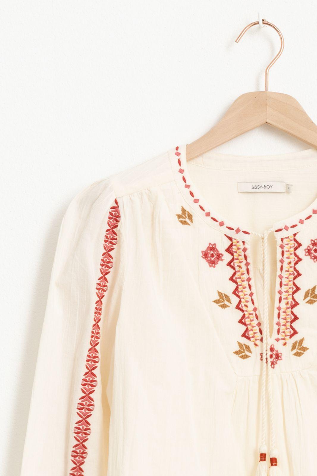 Ecru blouse met borduursels