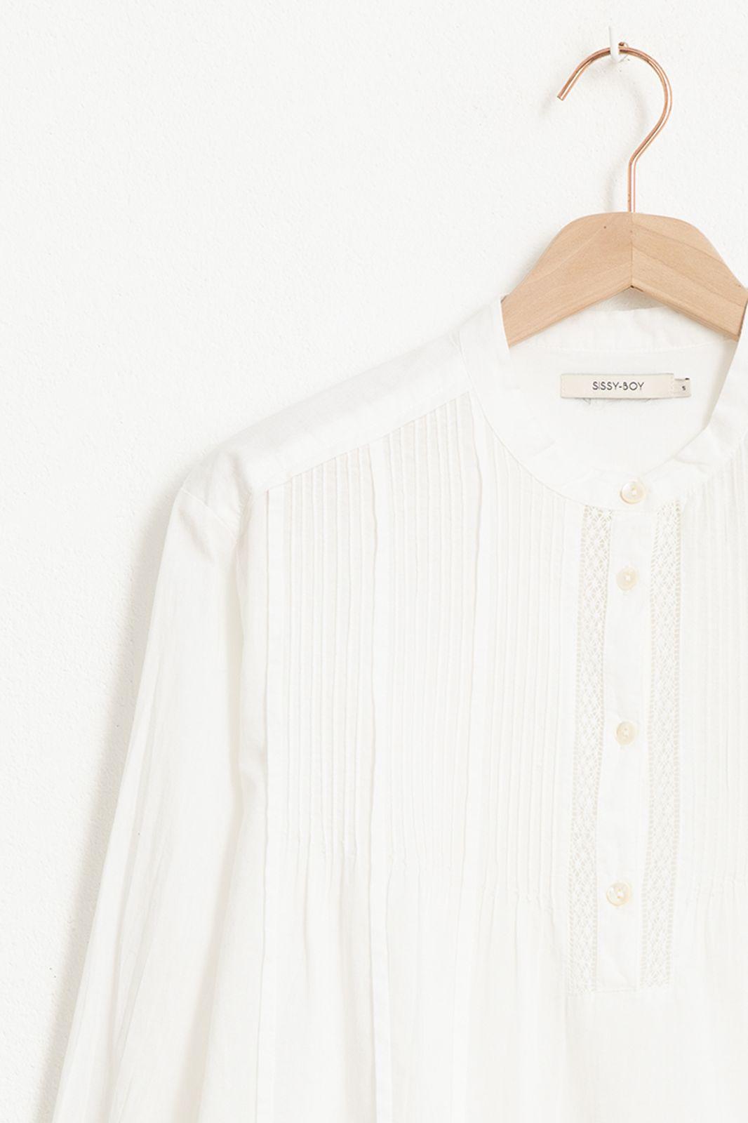 Witte blouse met kanten details