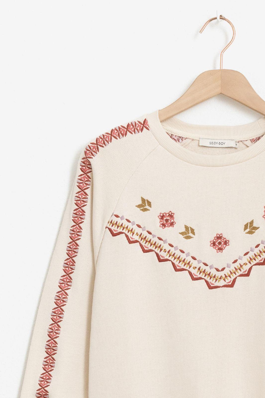 Ecru sweater met borduursels