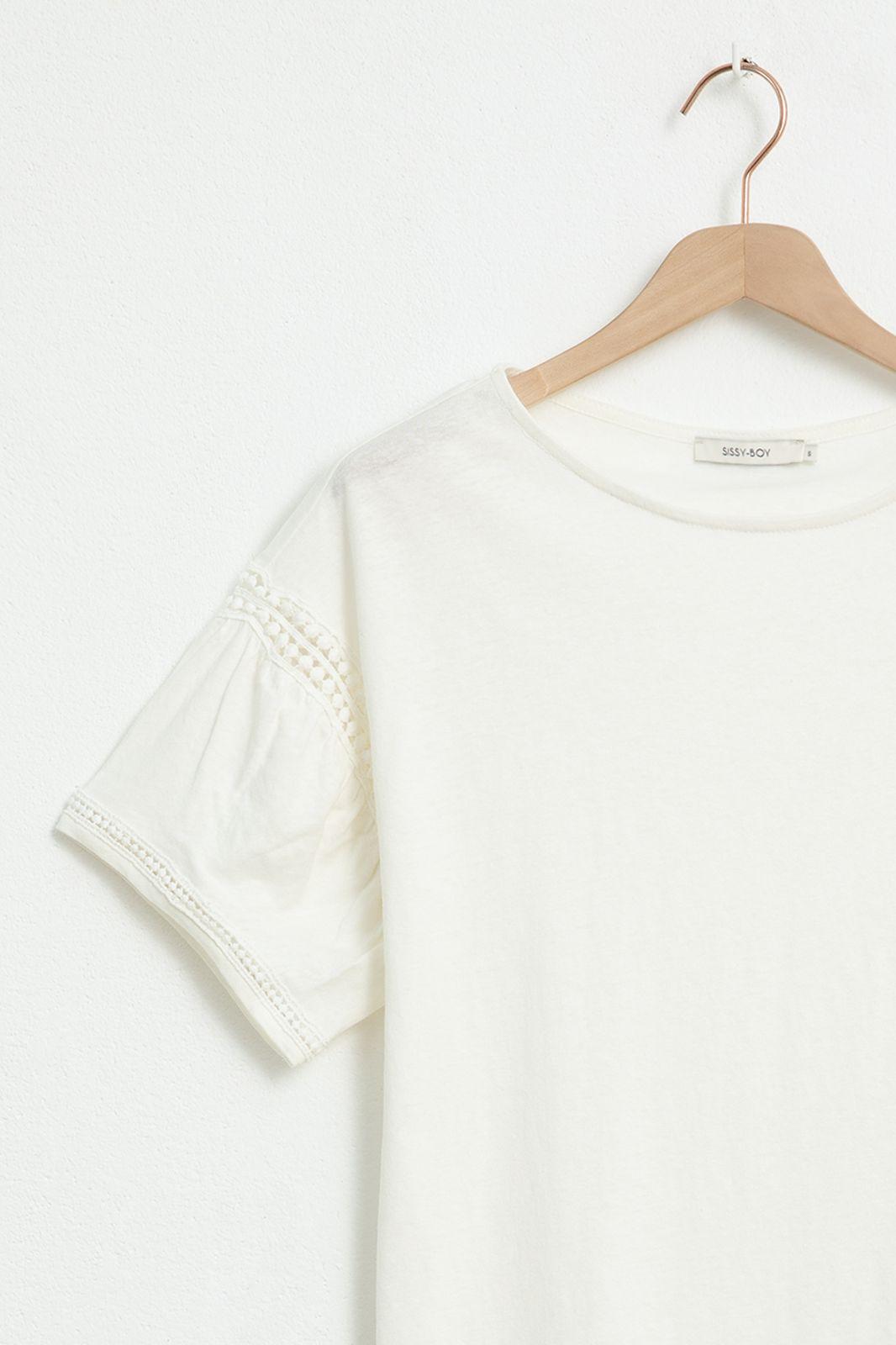 Ecru T-shirt met gehaakte details - Dames | Sissy-Boy