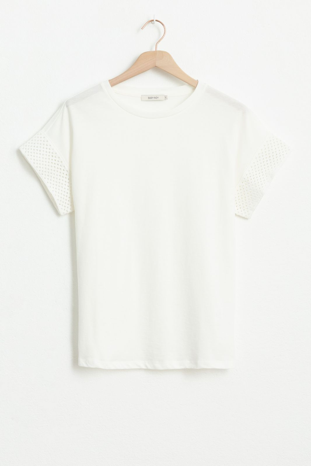 Ecru T-shirt met opengewerkte mouwen - Dames | Sissy-Boy