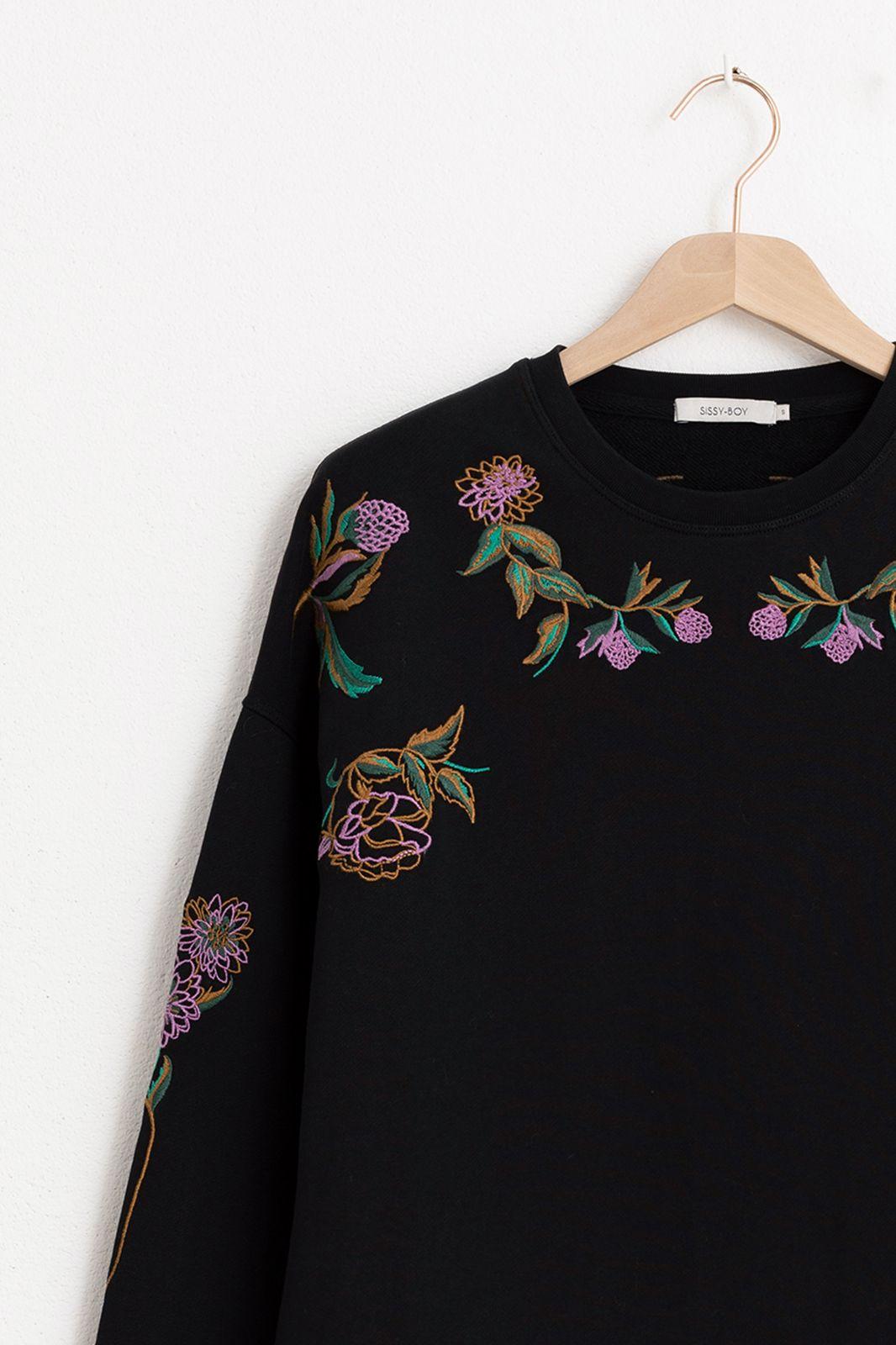 Zwarte sweater met borduursels