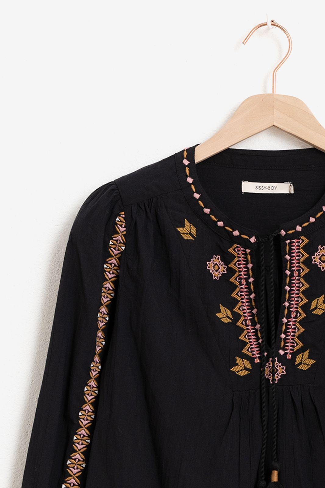 Zwarte blouse met borduursels