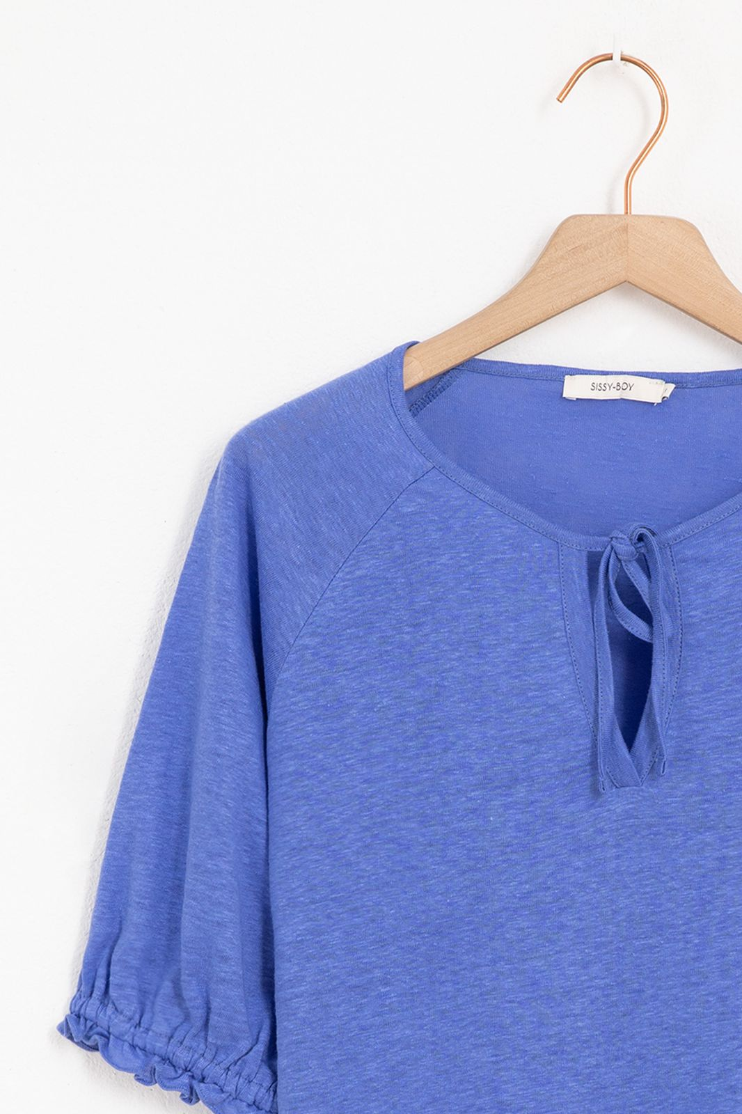 Blauw linnen T-shirt met pofmouwen