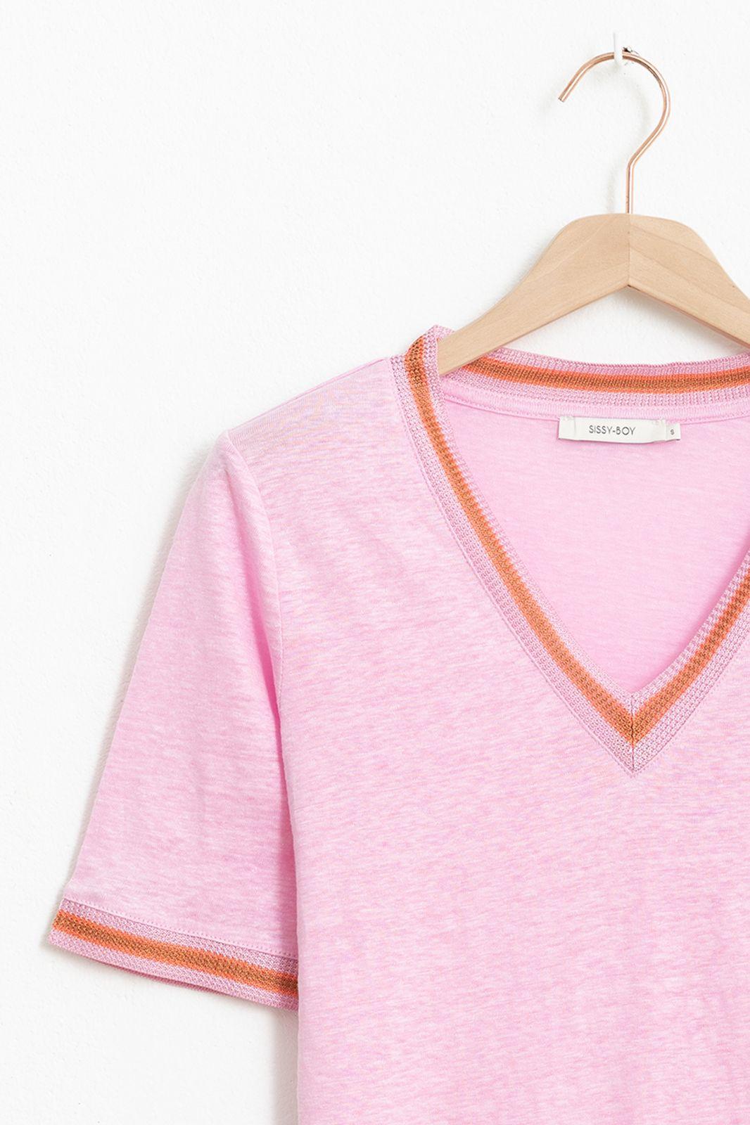 Roze T-shirt met v-hals en geweven details