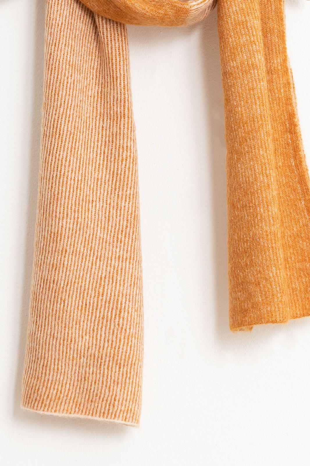 Oranje sjaal duotone