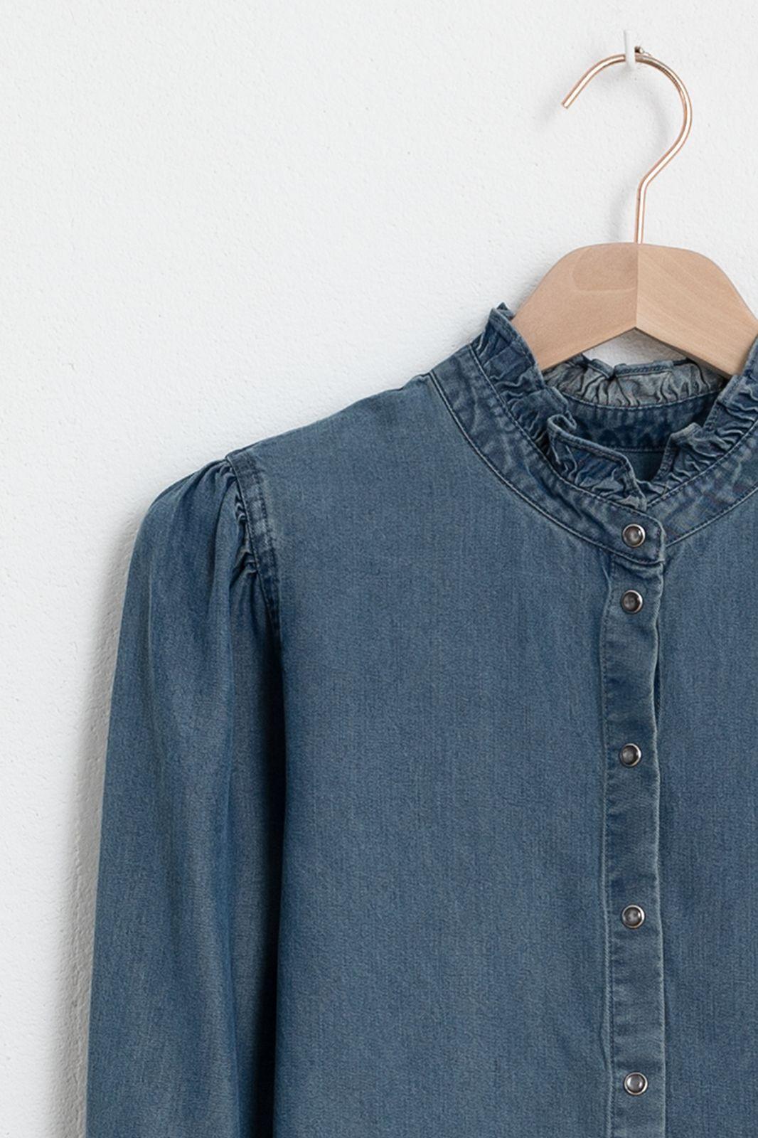 Denim look blouse met ruffle details