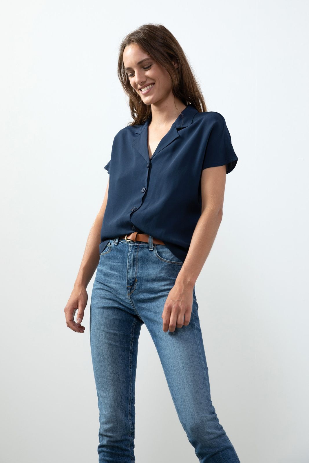 Donkerblauwe blouse met korte mouwen