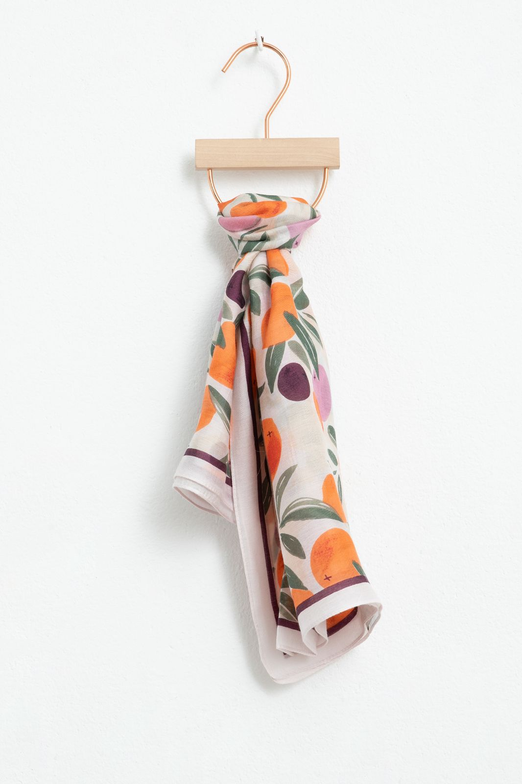 Sjaal met all over sinaasappel print