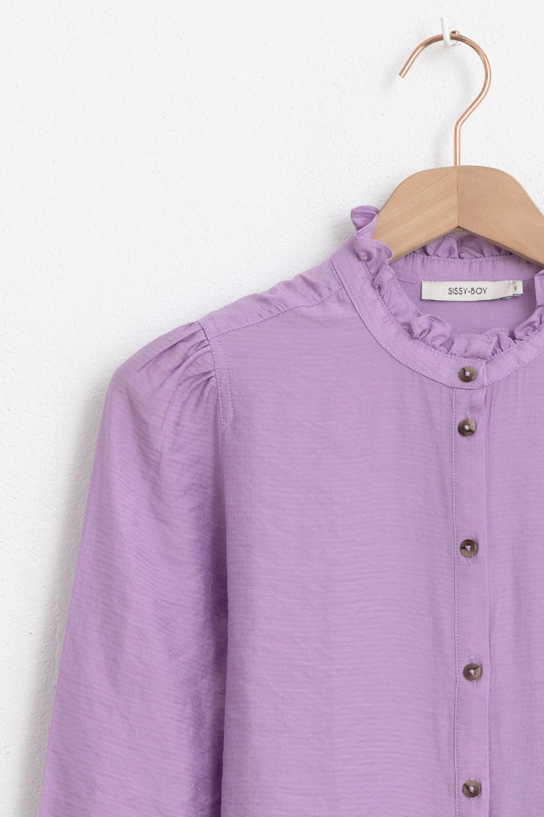 Lila blouse met ruffle details