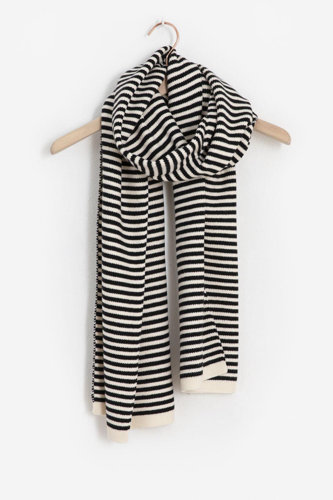 Zwart gestreepte brei sjaal