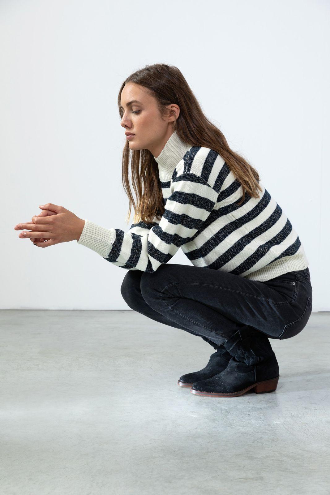 Blauw met wit gestreepte trui