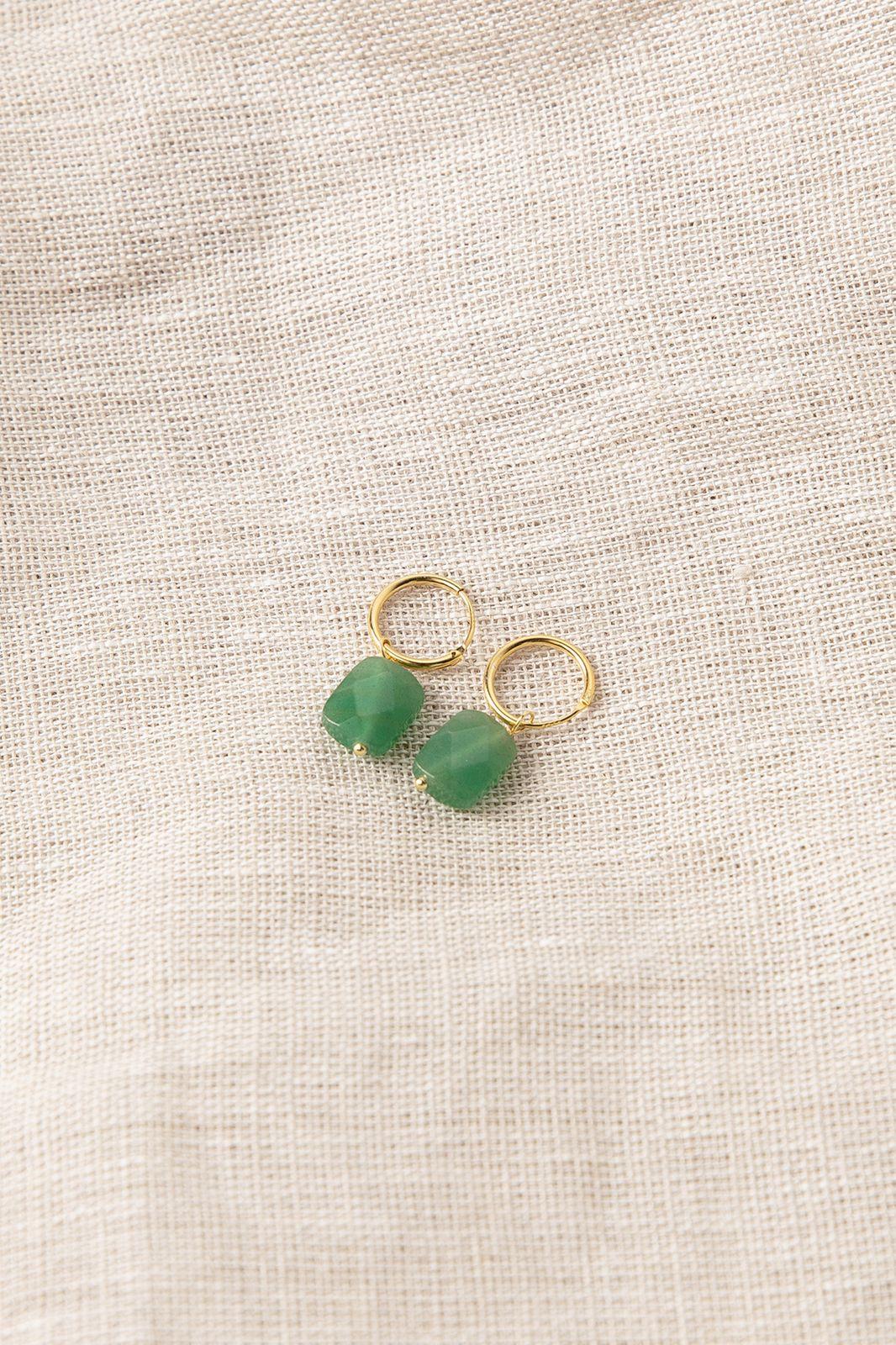 Goldplated oorbellen met groen steentje - Dames | Sissy-Boy