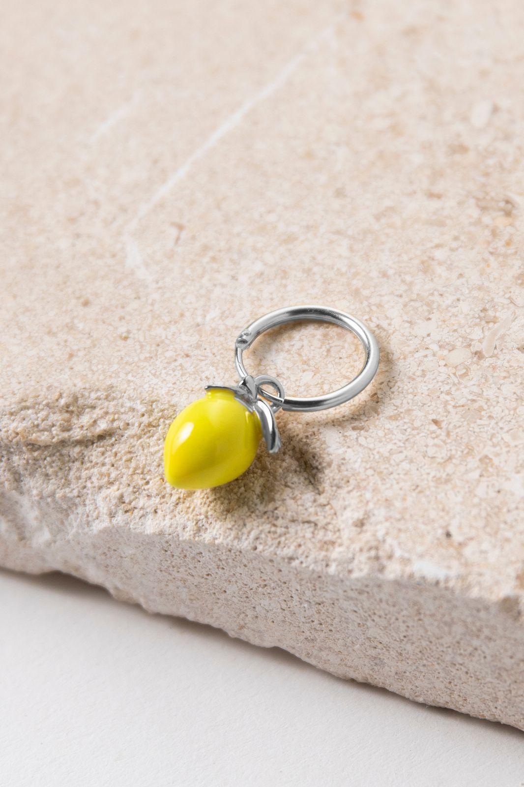 Zilveren single oorbel citroen