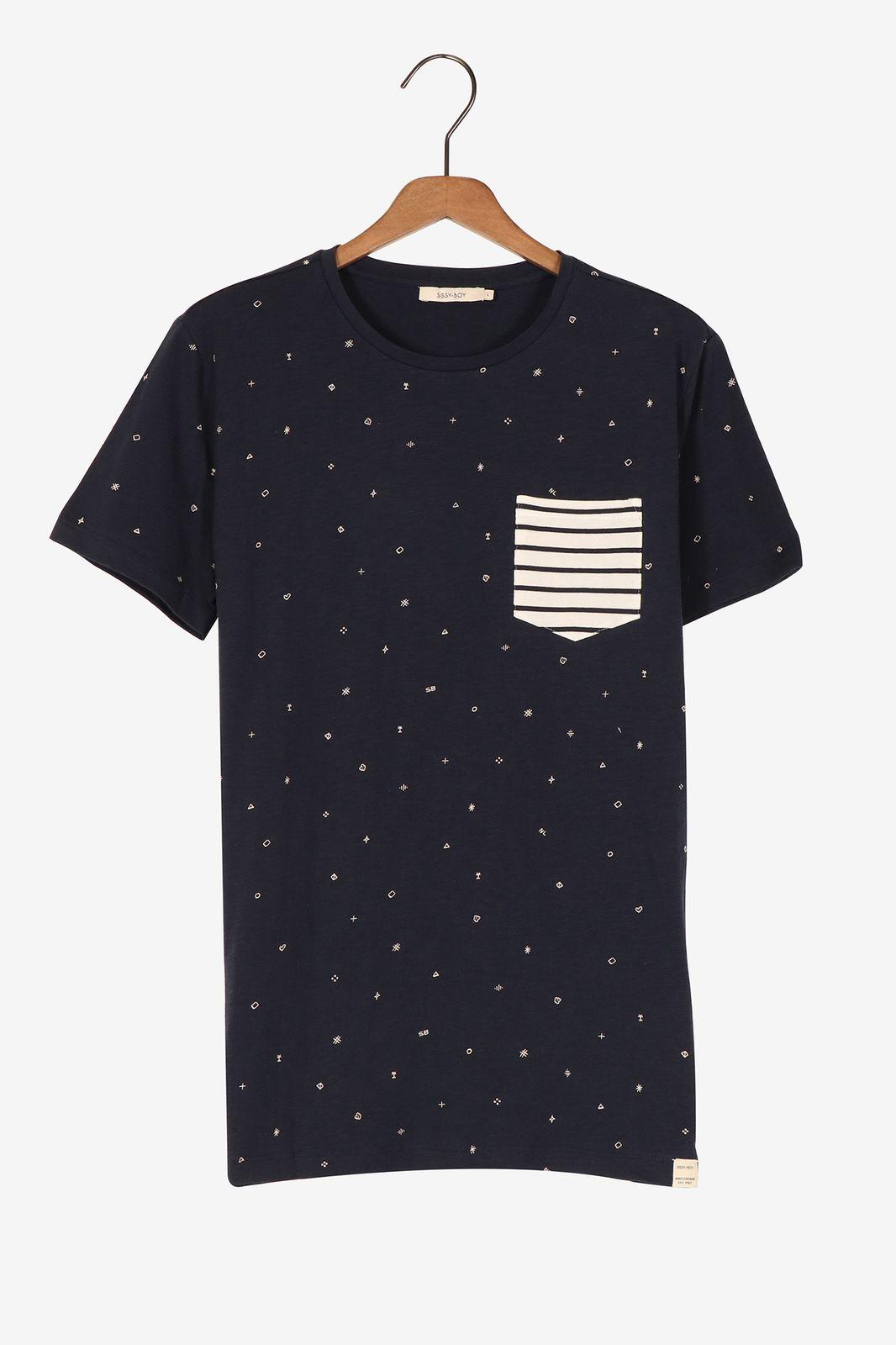 Donkerblauw t-shirt met constrasterend borstzakje