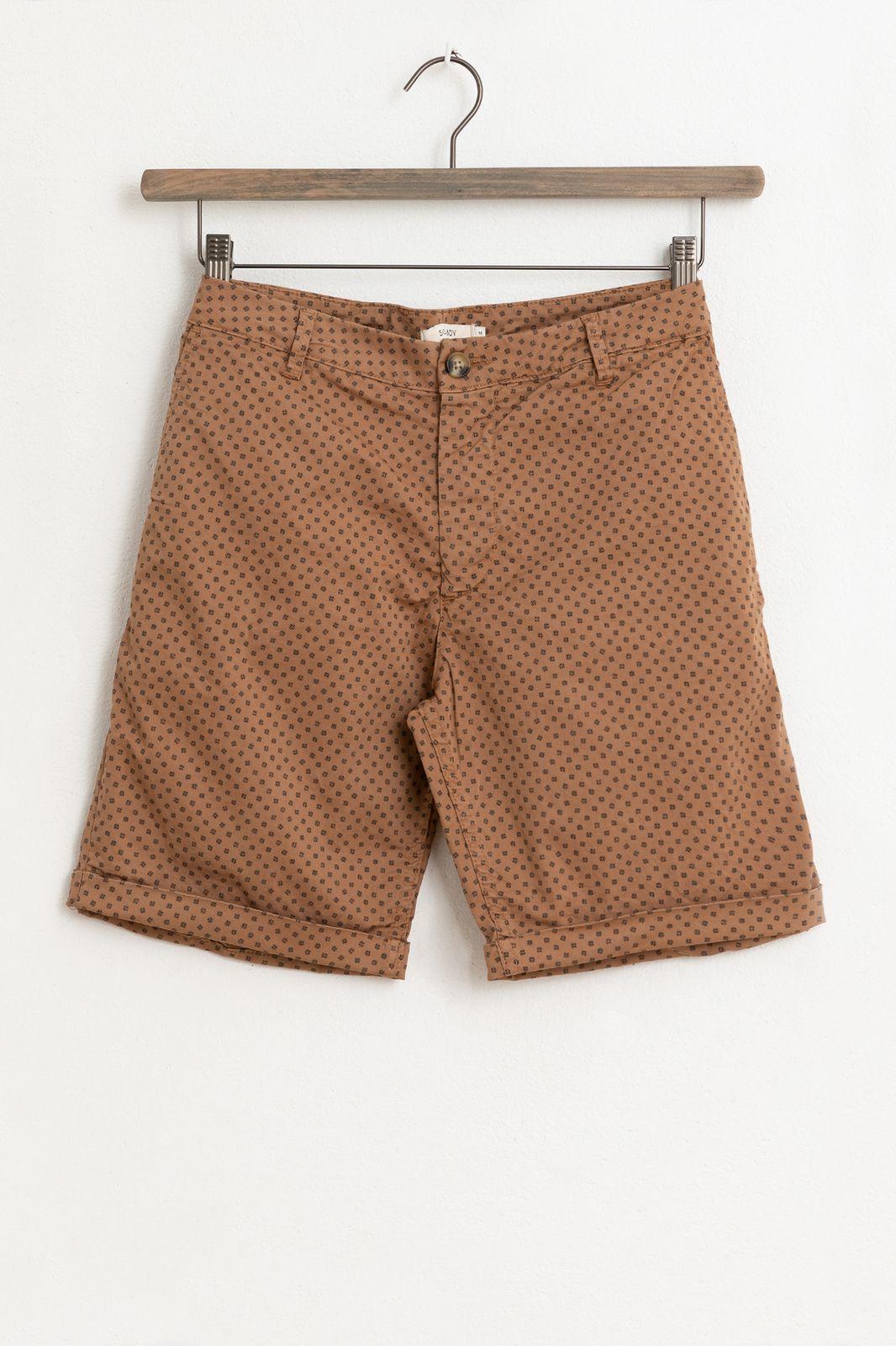 Bruine chino shorts met all over print