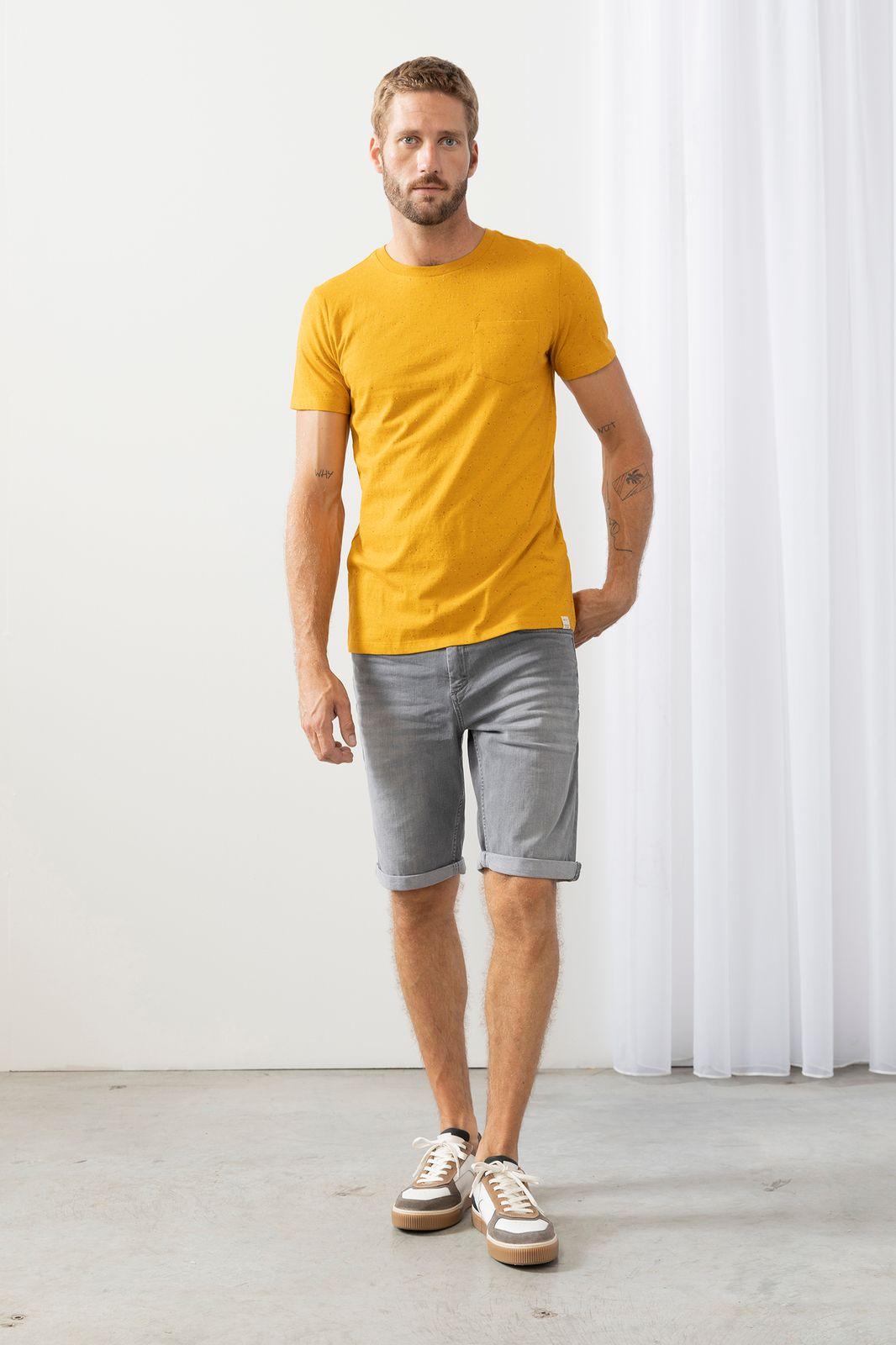 Geel t-shirt met borstzak Essential