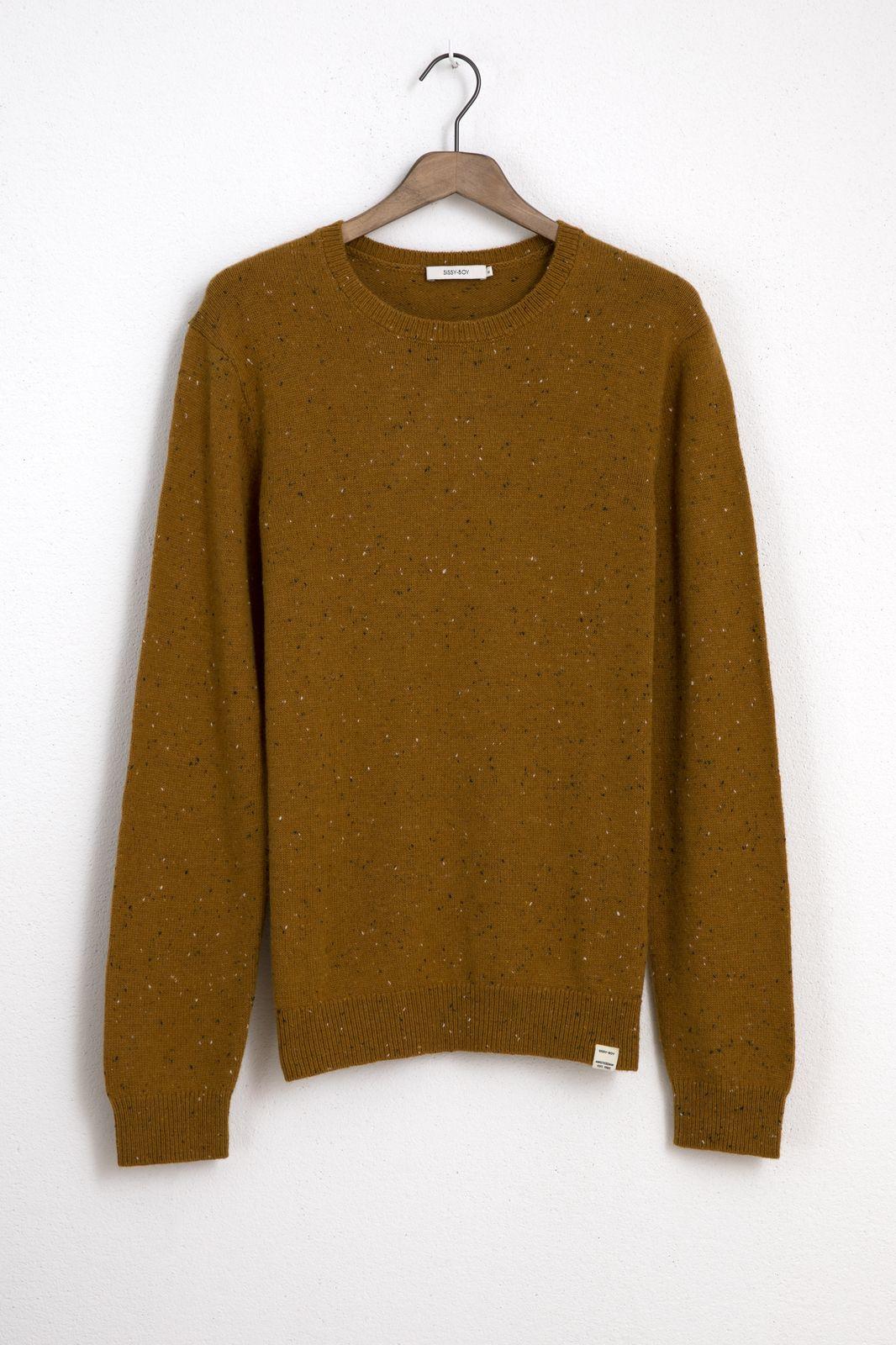 Mosterdgele trui met gebreide details