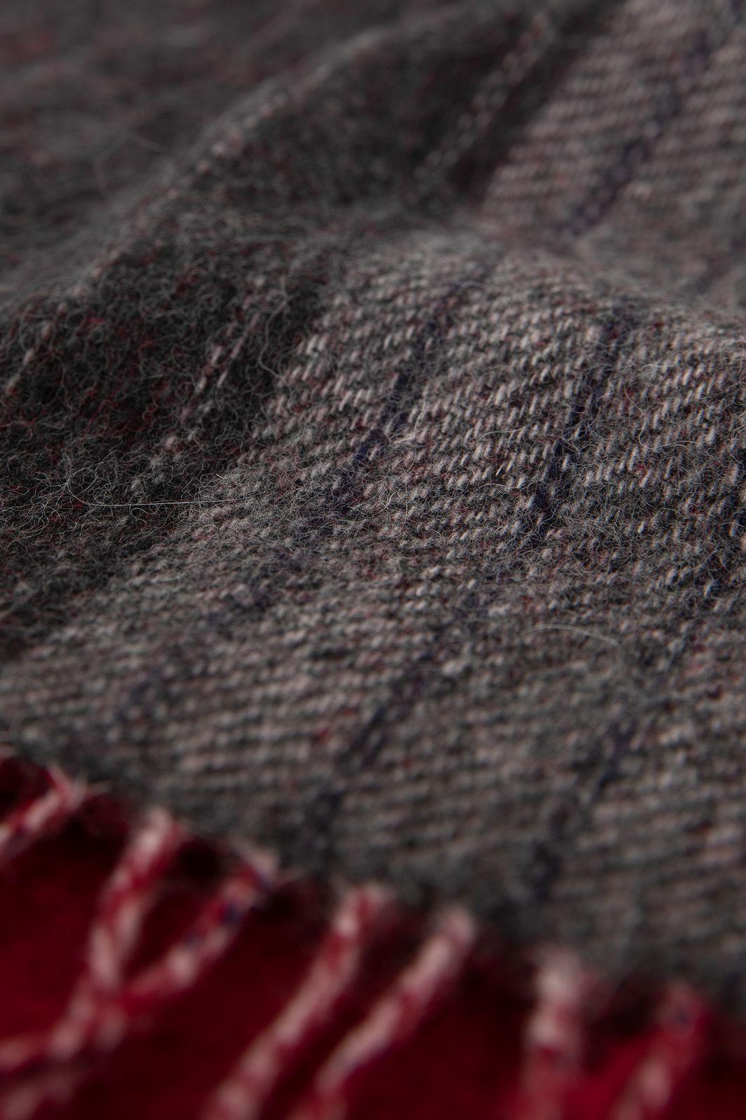 Antraciet wollen sjaal met rode franjes - Heren   Sissy-Boy