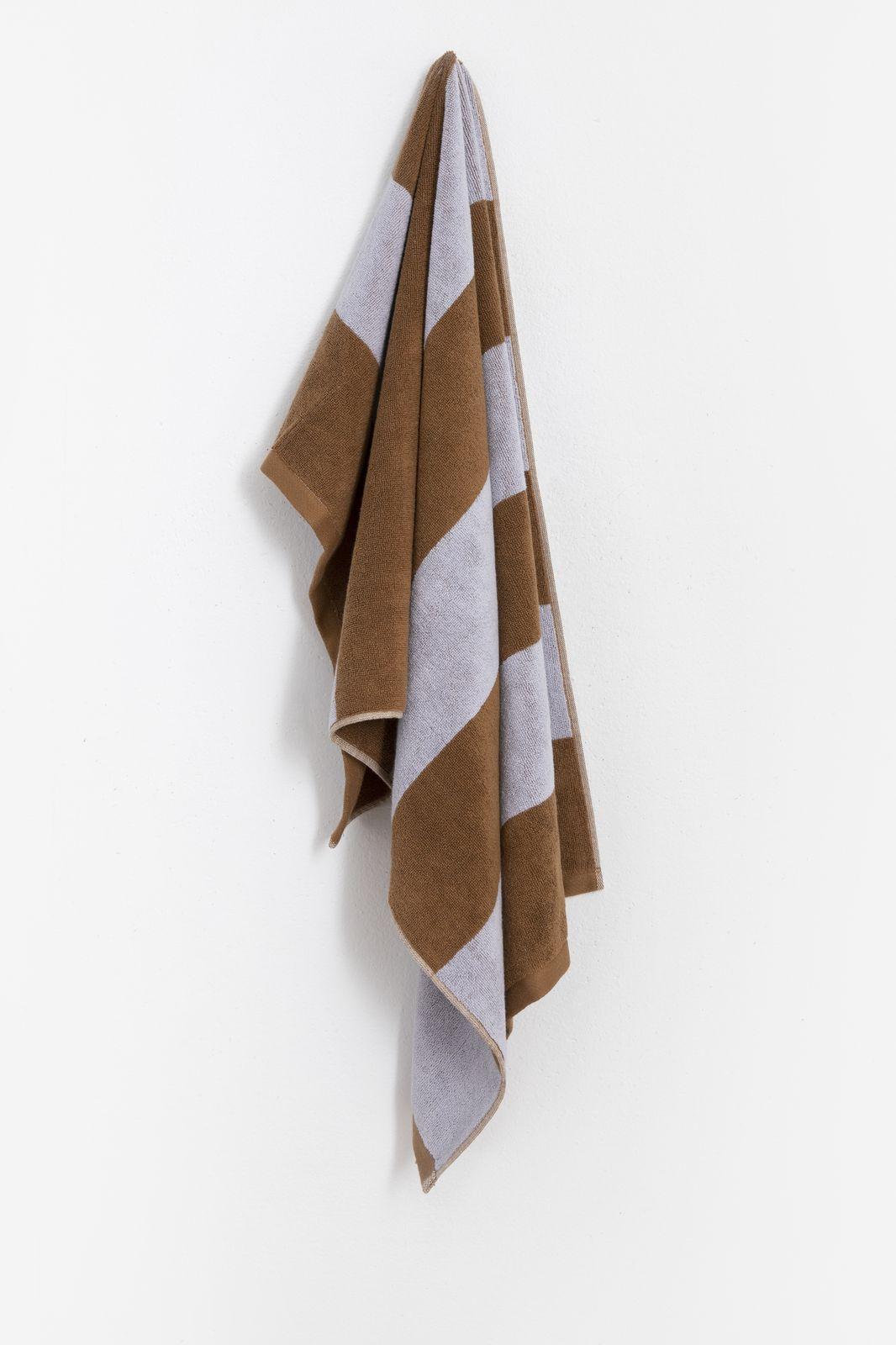 Bruine handdoek met horizontale strepen - Homeland   Sissy-Boy