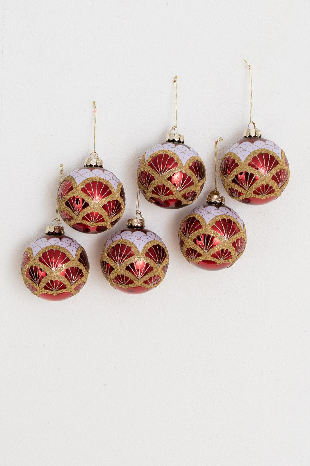 Rode bal met gouden details
