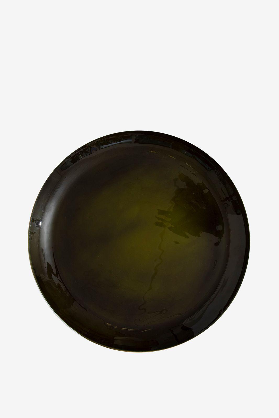 Gouden bijzettafel met groene schaal