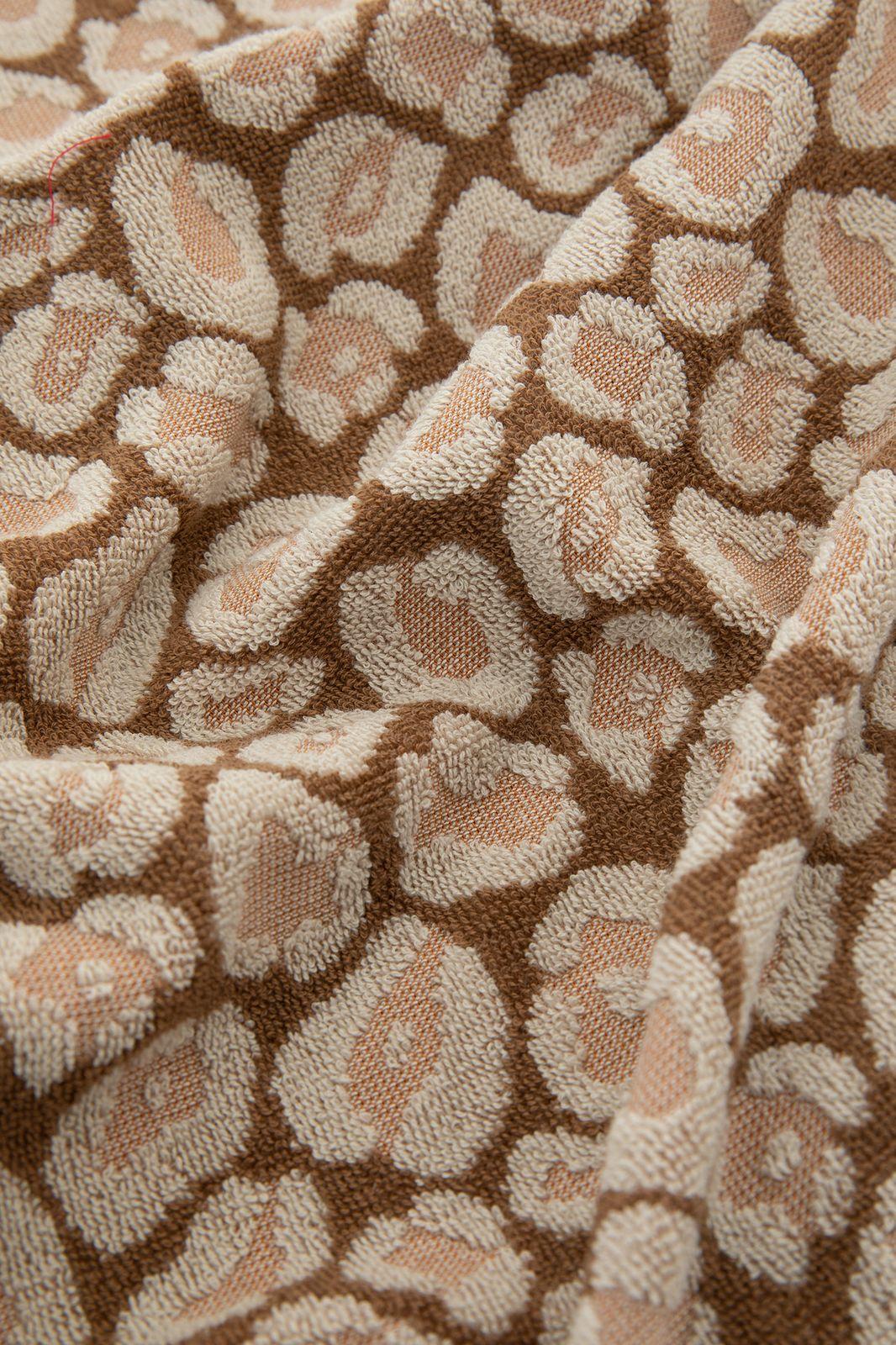 Bruine handdoek met panterprint