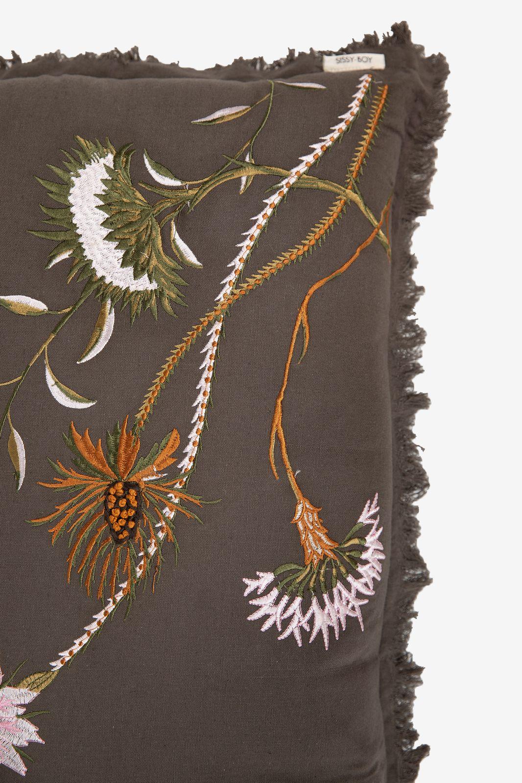 Donkergroen sierkussen bloemen langwerpig