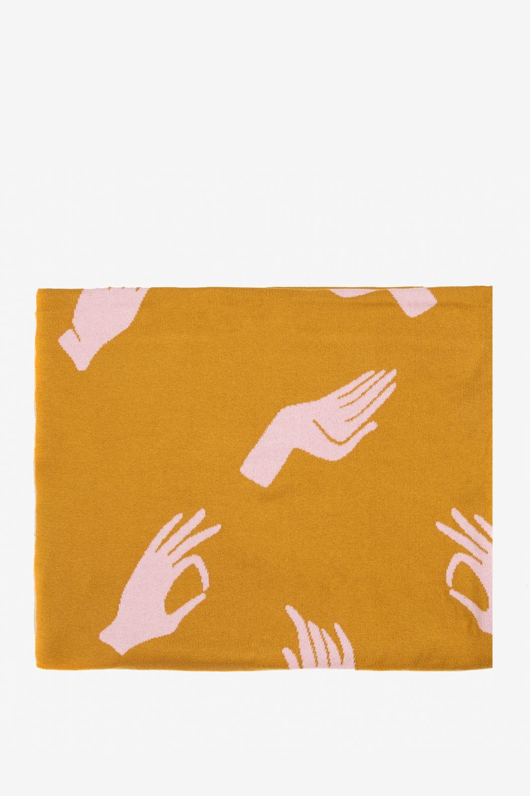 Okergeel deken met handjes