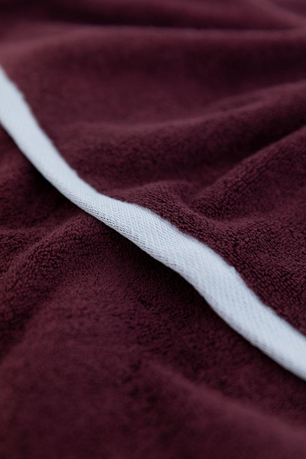 Rode handdoek met border - Homeland | Sissy-Boy