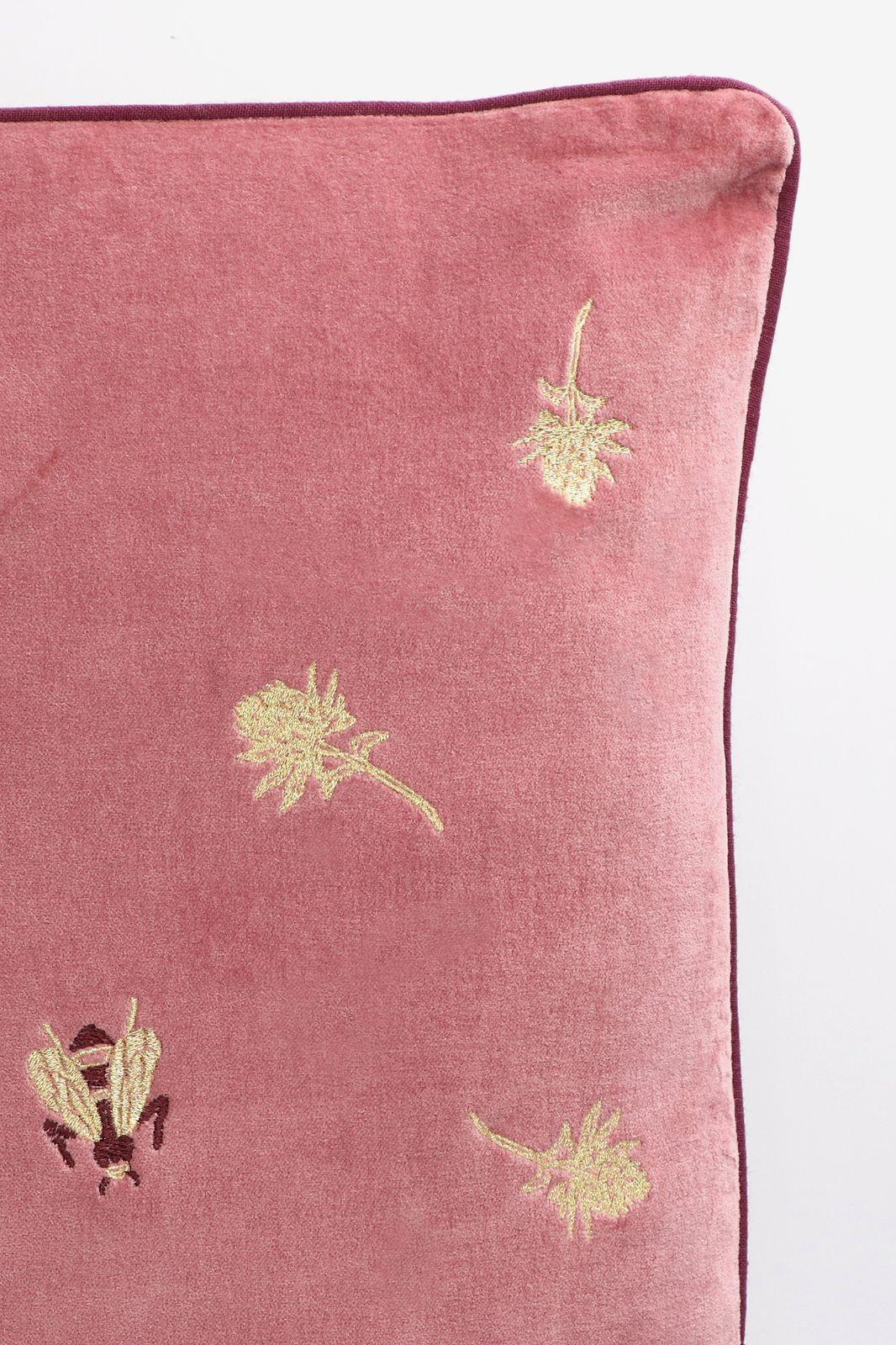 Roze sierkussen met gouden borduursels - Homeland | Sissy-Boy