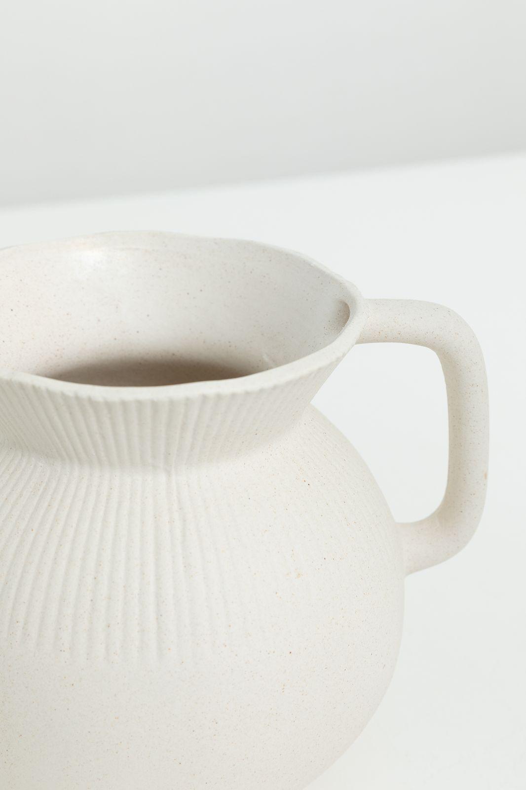 Beige poseleinen vaas