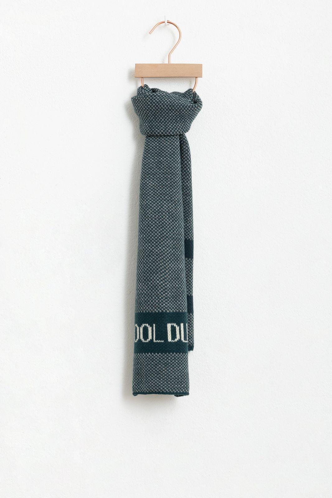 Blauw gebreide sjaal
