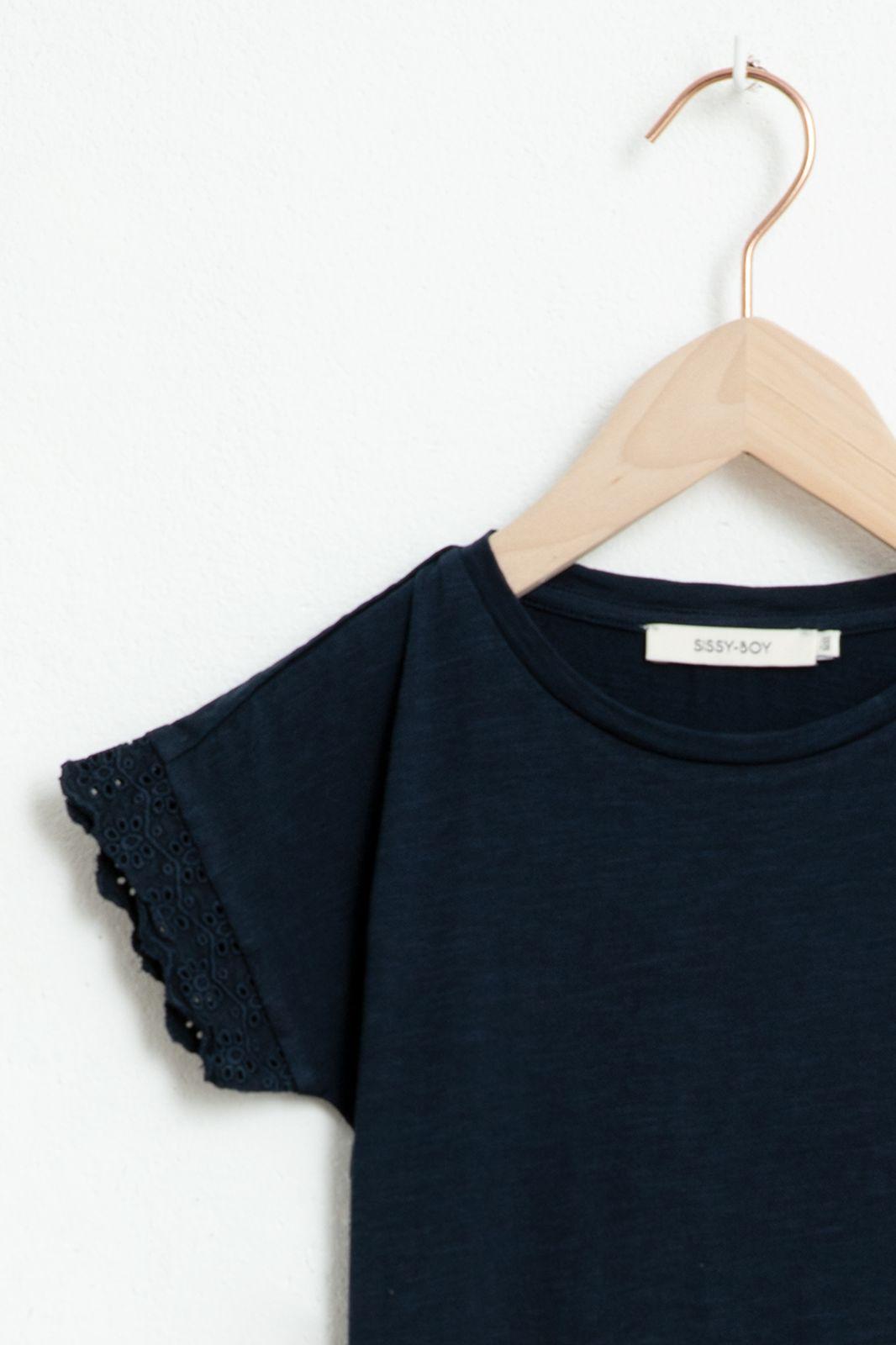 Donkerblauwe T-shirt met korte ruffle mouw