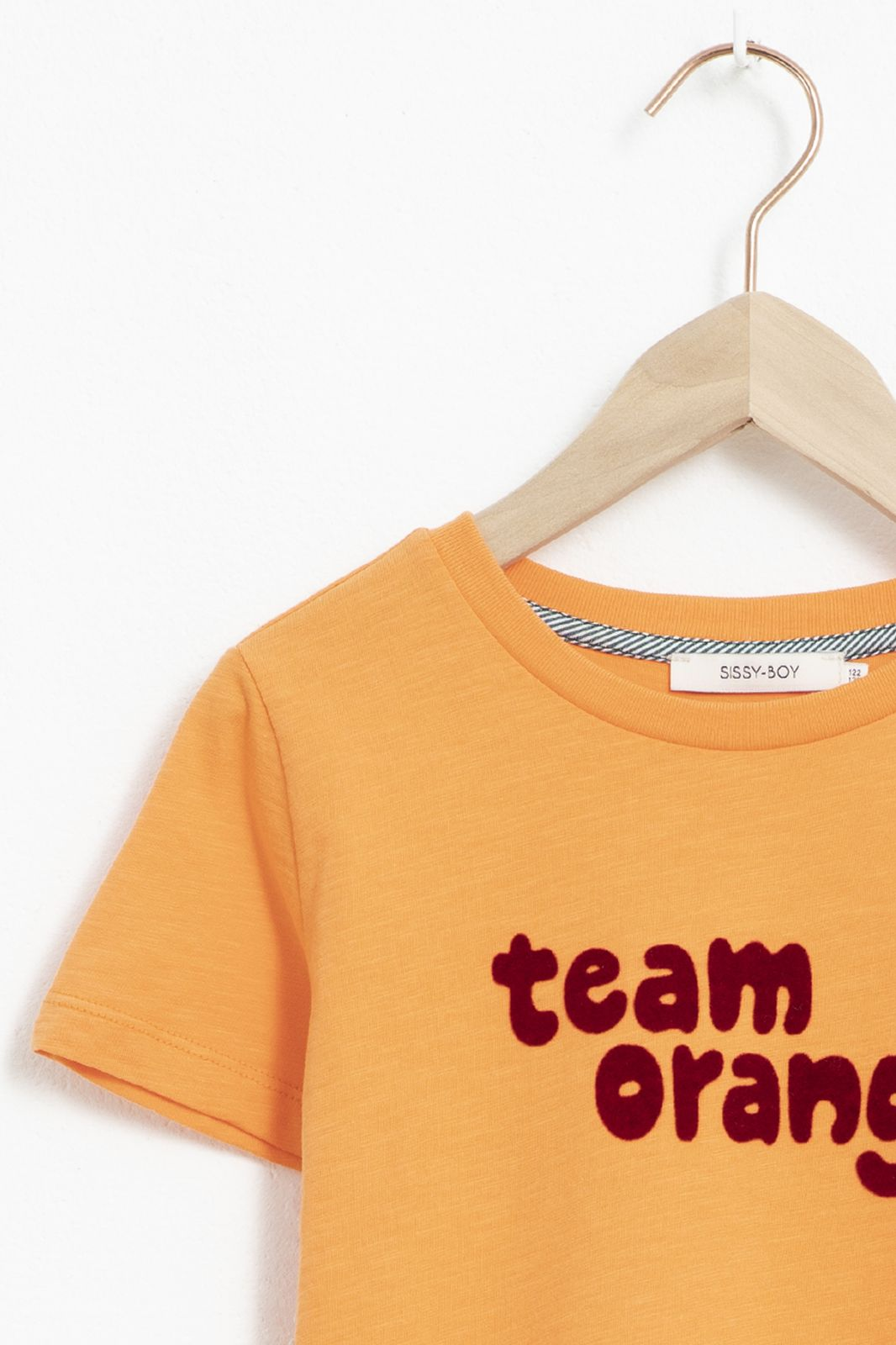 Oranje T-shirt met korte mouw en tekst