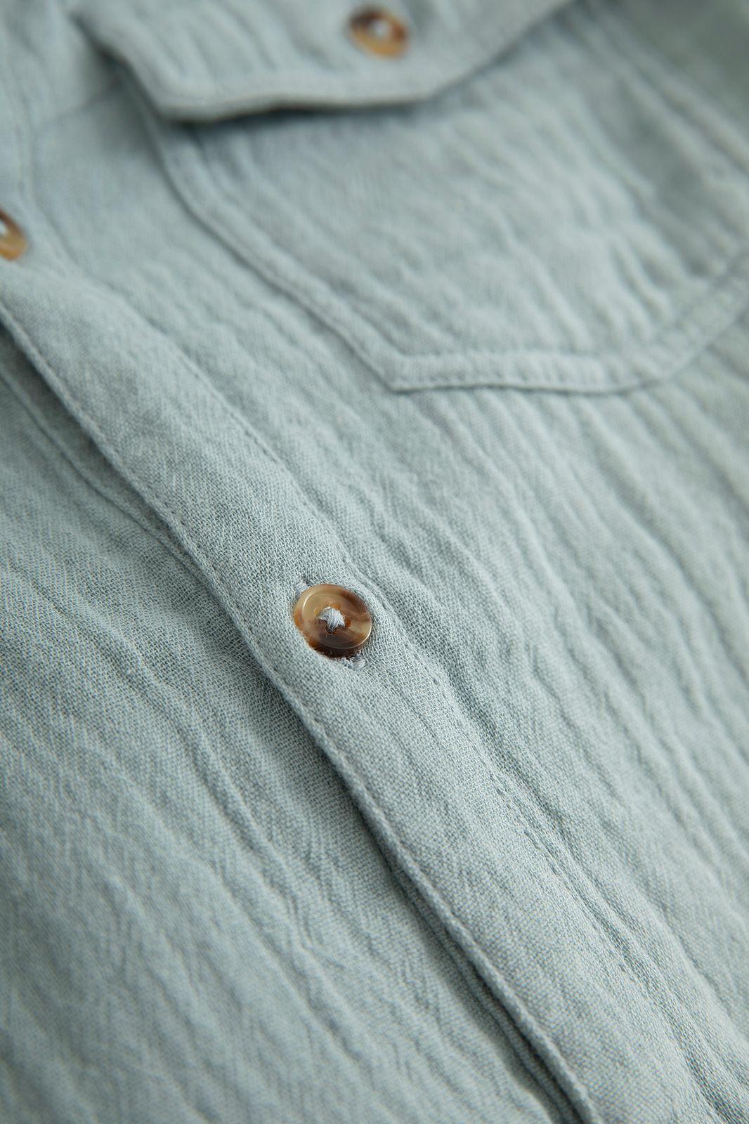Blauwe mousseline overhemd met platte kraag